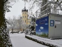 Luftmessstation im Schnee
