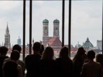 Der Bundesnachrichtendienst baut die Funkanlage im Nordturm der Frauenkirche in München ab.