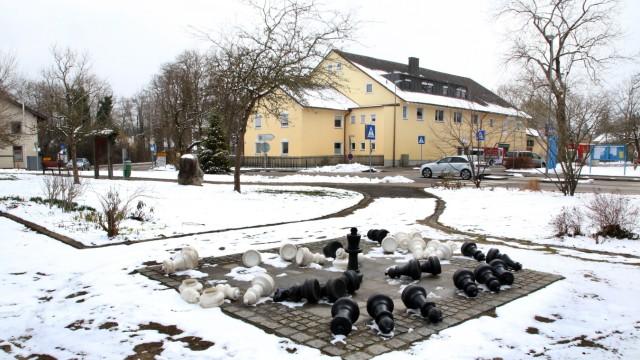 Ein neuer Standort für den Wochenmarkt; Der Paulhanplatz in Krailling