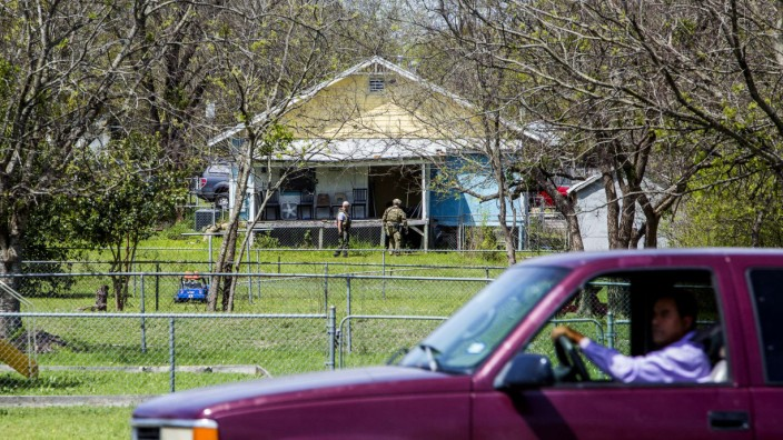 Suspected Austin Serial Bomber Blows Himself Up After Police Closes In