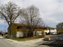 Straußdorf Dorferneuerung, Pfarrstadl und Kirche.