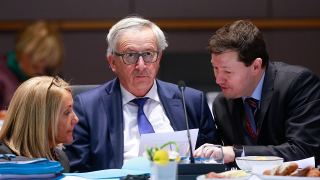 EU-Kommissionspräsident Jean-Claude Juncker gemeinsam mit Martin Selmayr bei einer Sitzung in Brüssel.