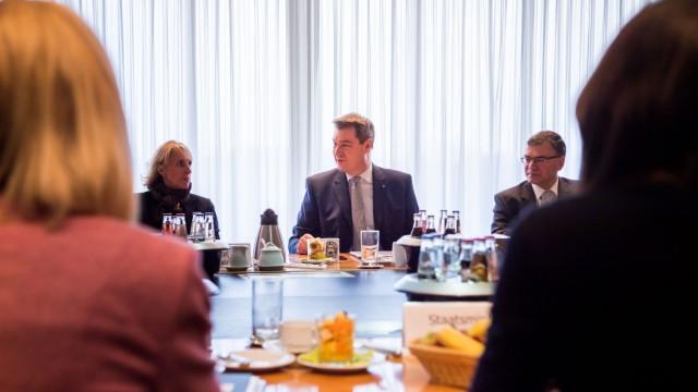 Markus Söder (CSU) bei seiner ersten Kabinettssitzung als Bayerns neuer Ministerpräsident.