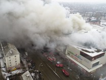 Russland: In der sibirischen Stadt Kemerowo ist in einem Einkaufszentrum ein Feuer ausgebrochen - mindestens 37 Menschen kamen ums Leben.