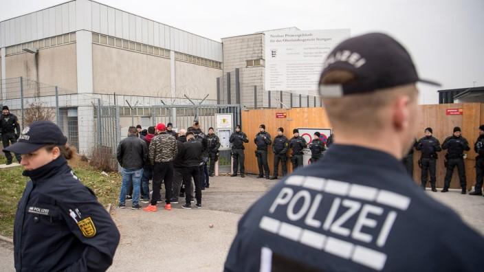 Osmanen Germania: Der Prozessauftakt in Stuttgart findet unter hohen Sicherheitsvorkehrungen statt.