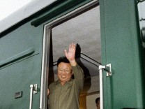 Vladivostok, russia, august 18, 2001, north koream leader kim jong il pictured greeting people from the doors of the armourd train upon his arrival on saturday at the station khasan which is situated on the border between russia and north korea,the t