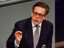Konstantin von Notz von Bündnis 90/Die Grünen spricht während einer Parlamentsdebatte im Deutschen Bundestag.