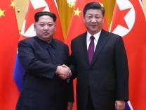 Nordkoreas Machthaber Kim Jong-un besuchte im März 2018 Chinas Staatschef Xi Jinping in Peking.