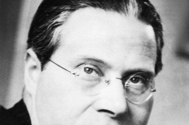 Laszlo Moholy-Nagy, Hungarian abstract painter and designer, taught at the Bauhaus from 1923-28. An exile from the Nazi Berlin, in 1937 he became Director of the 'Neu Bauhaus', founded in Chicago by the Association of Arts and Industries. (CSU_2015_11_124