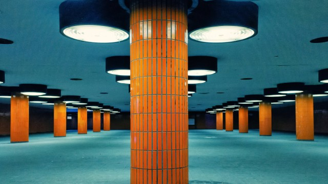 Säulengang in der Unterführung des Messedamm am ICC in Berlin Architektur Berlin