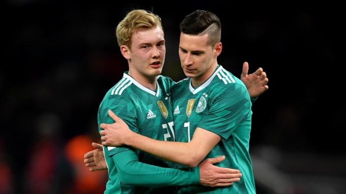 Die deutschen Nationalspieler Julian Brandt und Julian Draxler 2018 beim WM-Test gegen Brasilien.