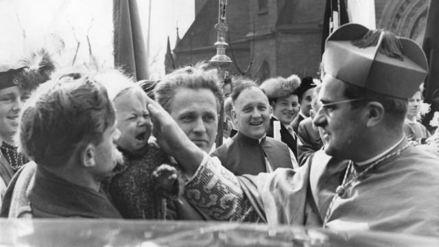 Bespitzelt von Stasi und BND: Von 1957 bis 1961 war der Theologe Julius Döpfner Berlins Erzbischof, dann wurde er vom Papst nach München versetzt.