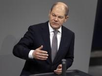 Olaf Scholz (SPD) im Deutschen Bundestag - der Bundesfinanzminister lehnt eine Abschaffung von Hartz IV ab.