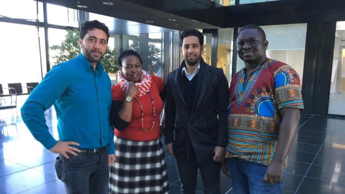 "Das SZ-Team ""Neue Heimat"" (von links): Nasrullah Noori, Lillian Ikulumet, Mohamad Alkhalaf und Olaleye Akintola."