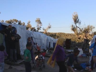 Warten auf Asyl - angespannte Lage für Migranten auf Lesbos