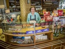 Im Café Werner in Landshut steht Susanne Werner fast täglich.