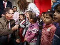 Minister Müller besucht Flüchtlinge