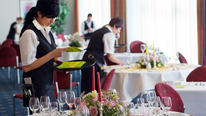 Kellner und Köche gesucht