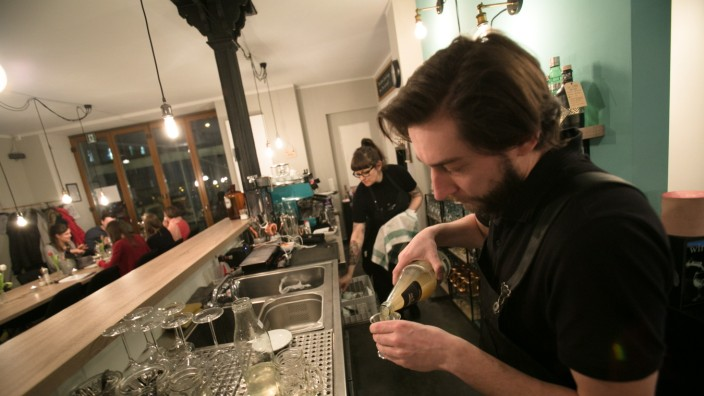Bar Kempers & Crowd, Lindwurdmstraße 65