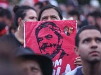 Sympathizers of former Brazilian president Luiz Inacio Lula da Silva protest in front of the Supreme