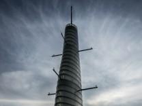 Wahrzeichen der Technischen Universität München: Der Oskar-von-Miller-Turm in Garching ist ein meteorologischer Messturm.