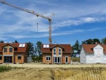Neubaugebiet einer Wohnsiedlung BLWX034236 Copyright xblickwinkel McPhotox BerndxLeitnerx