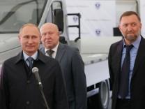 ITAR TASS NIZHNY NOVGOROD REGION RUSSIA SEPTEMBER 19 2014 Russia s president Vladimir Putin Ni