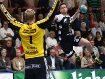Richard Woess Essen beim Torwurf TV Huettenberg vs TuSEM Essen Handball 2 Bundesliga