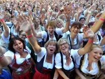 Neuer Dirndl-Weltrekord in Kempten