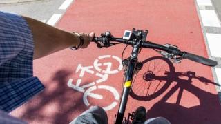 Innerstädtischer Fahrradweg besonders markierte Radwege Fahrradspuren Vorfahrt für Radfahrer am