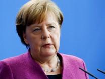 Bundeskanzlerin Angela Merkel schließt auf einer Pressekonferenz in Berlin eine deutsche Beteiligung an Militäraktionen in Syrien aus.