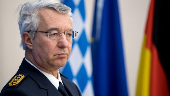Polizeiaufgabengesetz in Bayern: Landespolizeipräsident Schmidbauer rechtfertigt geplante Erweiterung der polizeilichen Kompetenzen