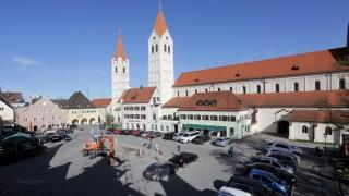 Die Moosburger können per Bürgerentscheid über den Umbau des Plans abstimmen