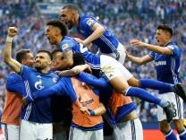 Bundesliga - Schalke 04 vs Borussia Dortmund