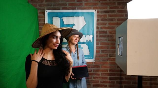 Neymy Quasem, Studentin aus Jordanien, mit Annette Hartmann von Spielkultur