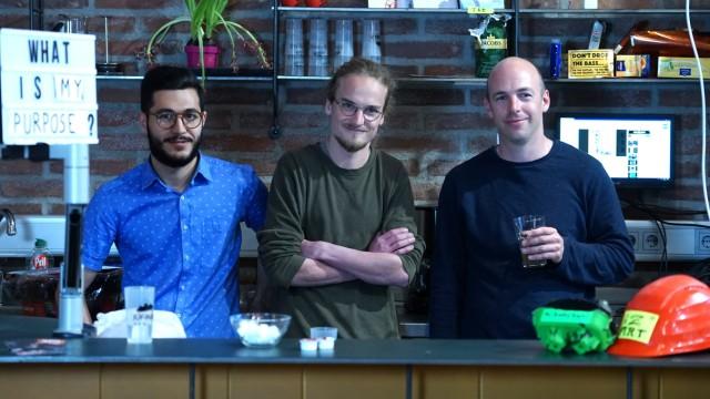 (v.l.) Ayham Bakkar,  Linus Einsiedler, Thomas Kupser, Orga Team von Pixel, Mitarbeiter des Münchner Medienzentrums
