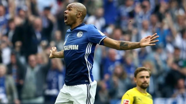 Schalke-Verteidiger Naldo bejubelt sein Tor im Revierderby gegen Borussia Dortmund in der Saison 2017/18.