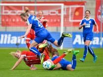 Fridolina Rolfoe FC Bayern Muenchen und Lia W lti Potsdam 13 am Boden Bianca Schmidt Potsdam