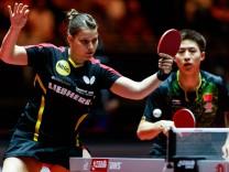 Fang Bo CHN Petrissa Solja GER beim Spiel gegen Yoshimura Maharu JPN Ishikawa Kasumi JPN