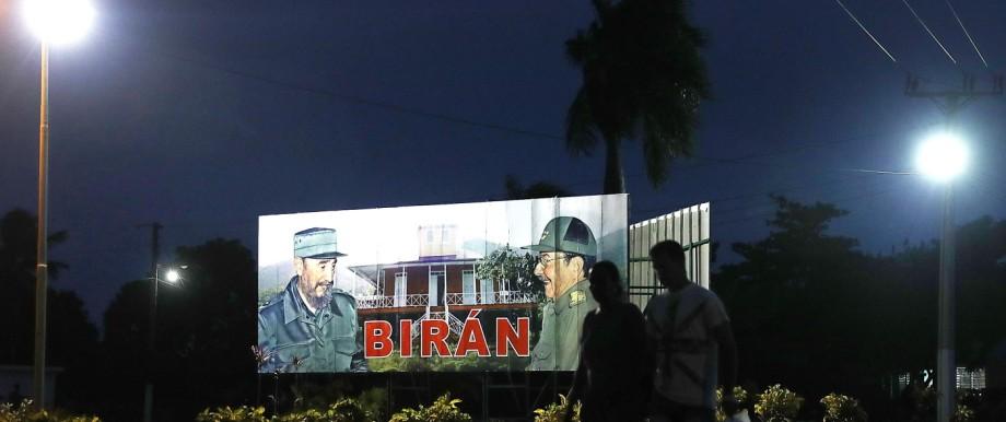 Kubas ehemaliger Präsident Fidel Castro auf einem Plakat mit seinem Bruder Raul - 2018 soll erstmals seit fast 60 Jahren kein Castro an der Spitze Kubas stehen.