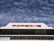 Porsche-Stammsitz in Stuttgart-Zuffenhausen: 2018 gerät der Autobauer im Zuge des Abgasskandals um manipulierte Dieselautos ins Visier der Ermittler.
