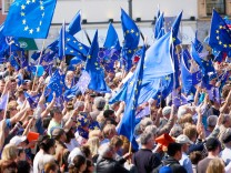 Pulse of Europe vor der Staatsoper am  Max-Joseph-Platz