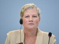 Deutsche Bank - Kim Hammonds