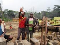 Pfarrer Josef Aicher, Bau einer Krankenstation, Yaloya, Demokratische Republik Kongo
