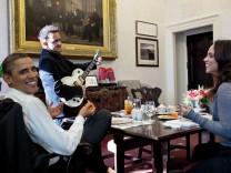 Obama - Bilder einer Ära von Pete Souza / Im Zuge der Rezension können bei Abdruck des Covers, Nennung des Buches und Herrn Souza im Credit bis zu acht Bildern gezeigt werden.
