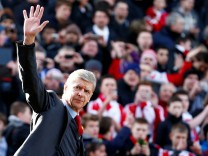 FILE PHOTO: Arsenal manager Wenger waves as he walks onto the pitch before their English Premier League soccer match against Stoke City at Britannia stadium in Stoke-on-Trent