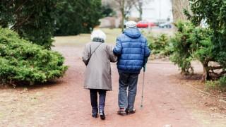 Senioren bei einem Spaziergang