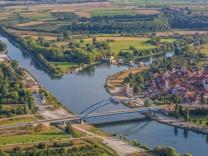 Deutschland Volkach 5 9 2016 Volkach aus der Luft Bild Volkach aus der Luft Copyright