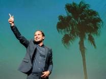 """Theater Wasserburg: """"Robinson - Meine Insel gehört mir"""" von Raoul Biltgen Es spielen: Mike Sobotka und Benedikt Zimmermann."""