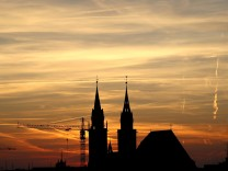 Sonnenuntergang hinter der Lorenzkirche